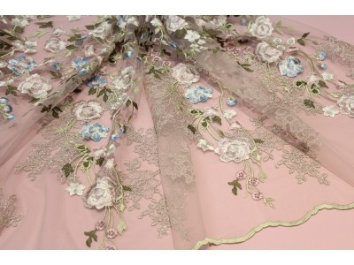Tul bordado fantasía rosa