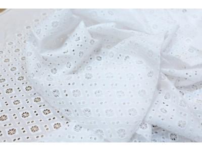 Perforado geométrico blanco