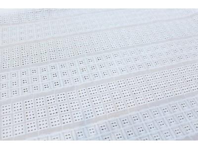 Perforado cuadritos blanco